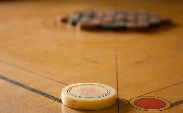 carrom-striker-game-table-game